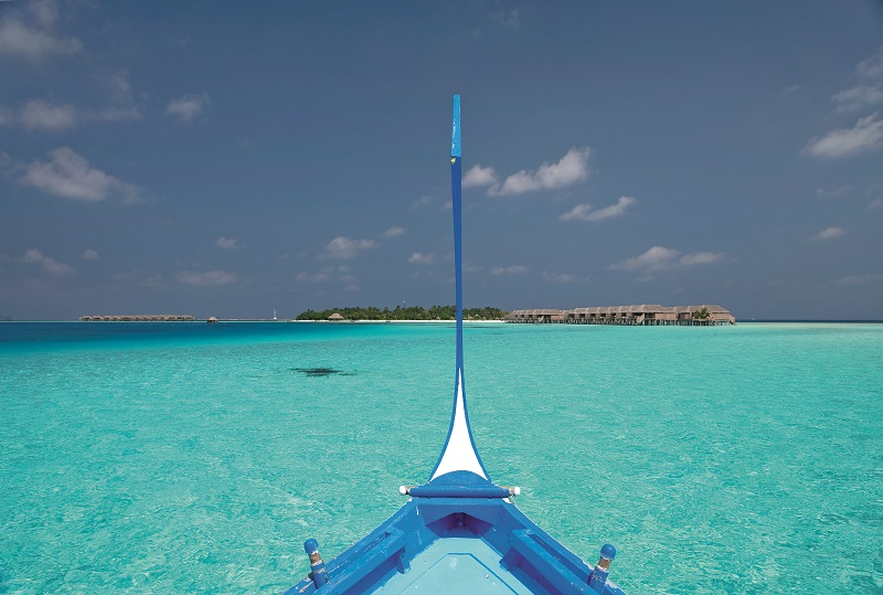 Top 5 reasons why a Maldives Honeymoon - moofushi-maldives-traditional-dhoni-2 image